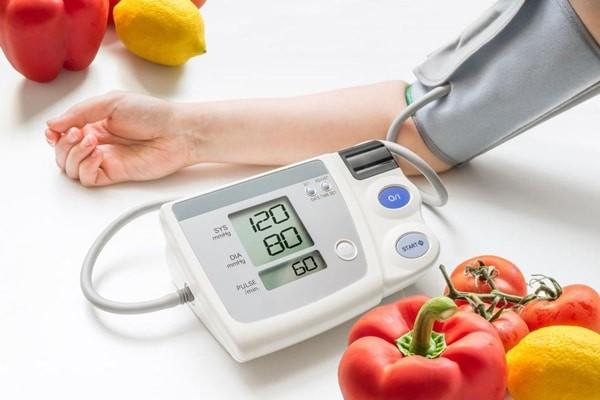 Đi bộ sau khi ăn giúp giảm huyết áp