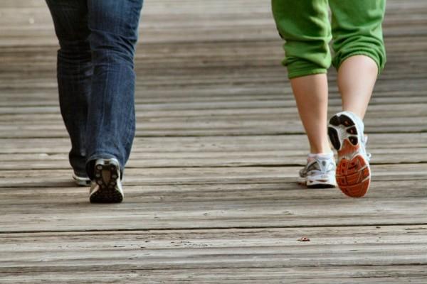 Nếu có thể, hãy duy trì đi bộ sau khi ăn mỗi ngày