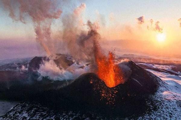 Vùng núi lửa có chứa nhiều Fluor