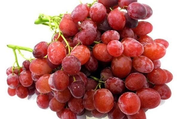 Nho đỏ cũng là một thực phẩm giúp đẹp da