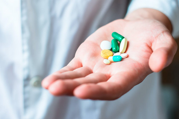 Dùng thuốc có thể sẽ gây ra cả tác dụng phụ