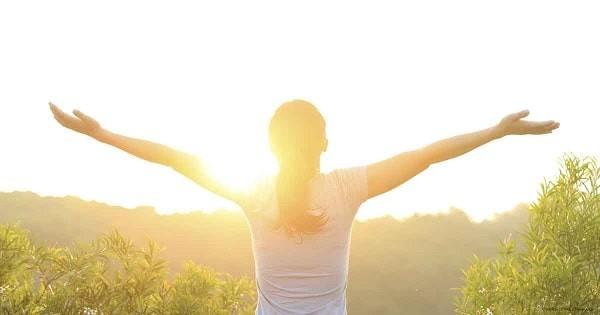 Vitamin D tổng hợp nhờ ánh sáng mặt trời