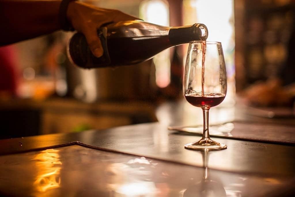 Uống nhiều rượu có thể gây tăng độc tính với gan