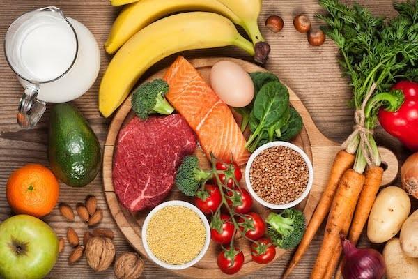 Chế độ ăn lành mạnh sẽ hỗ trợ rất nhiều cho bệnh nhân đau đa cơ dạng thấp