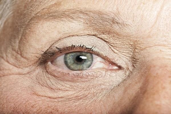 Bảo vệ đôi mắt cho người cao tuổi