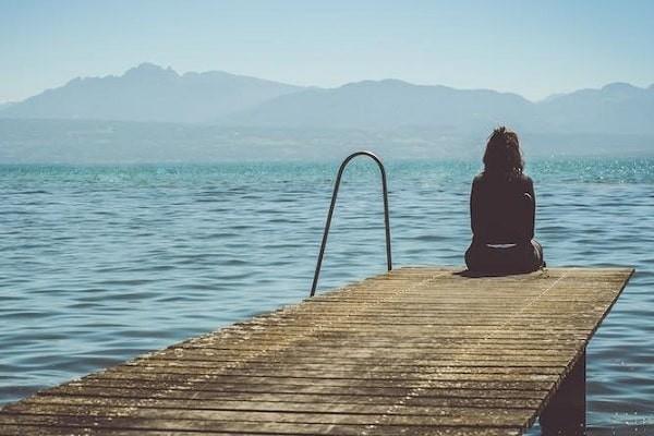 Không nên ở một mình