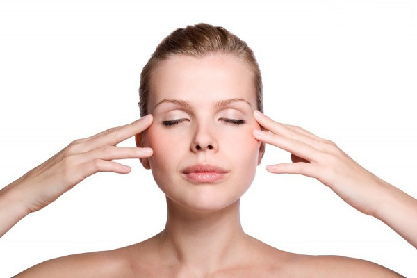 Massage hốc mắt