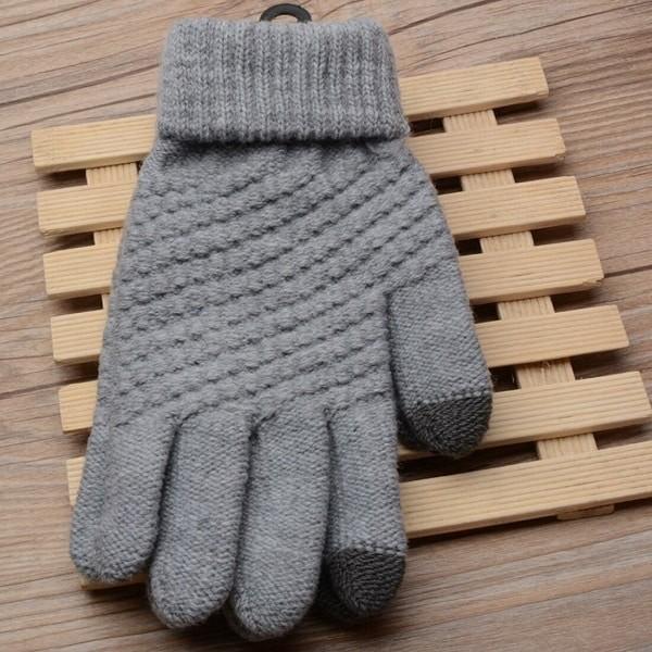 Việc sử dụng găng tay giữ ấm có thể giúp tránh hiện tượng Raynaud