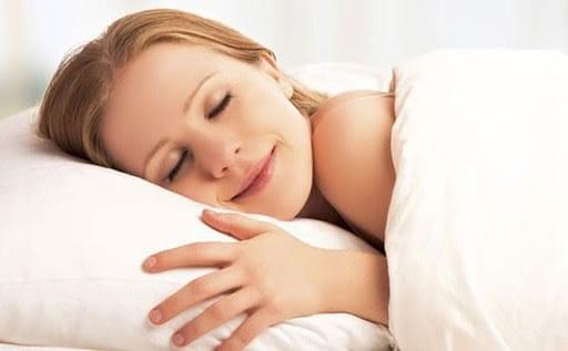 Mát xa chân ngay trước khi đi ngủ giúp bạn ngủ ngon