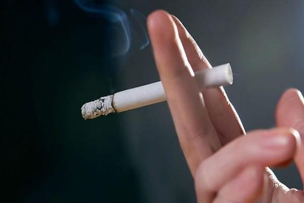 Thói quen hút thuốc lá làm tăng nguy cơ mắc bệnh