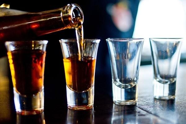 Rượu là nguyên nhân gây viêm gan phổ biến