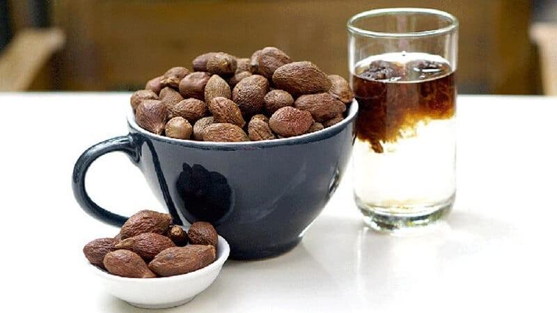 Ngâm 2 - 3 hạt vào một cốc nước