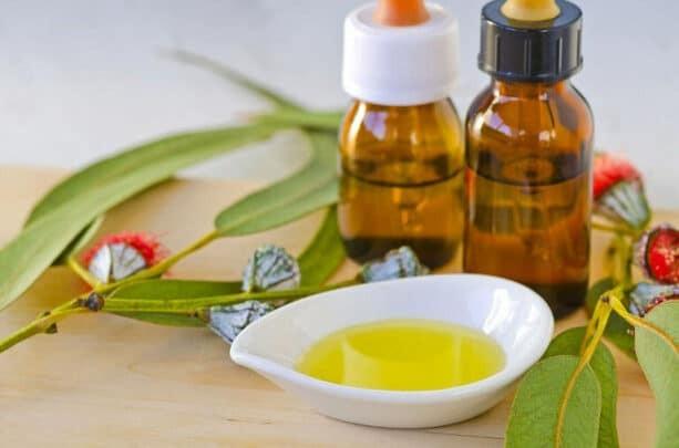 Tinh dầu phải trong, màu hơi vàng đục mùi thơm đặc biệt, trung tính, không đục, không lắng cặn