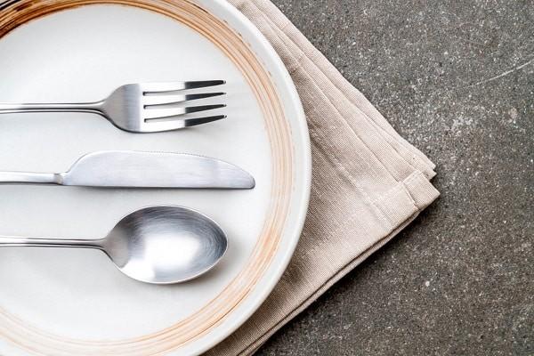 Dùng chén nhỏ hơn giúp giảm khẩu phần ăn, giảm cân hiệu quả