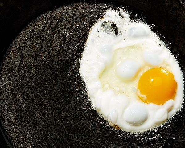 Ăn trứng chưa được nấu chín kĩ có nguy cơ mắc cúm gia cầm