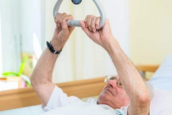 Tập vật lý trị liệu để cải thiện khả năng sinh hoạt thường ngày liệt trên nhân tiến triển
