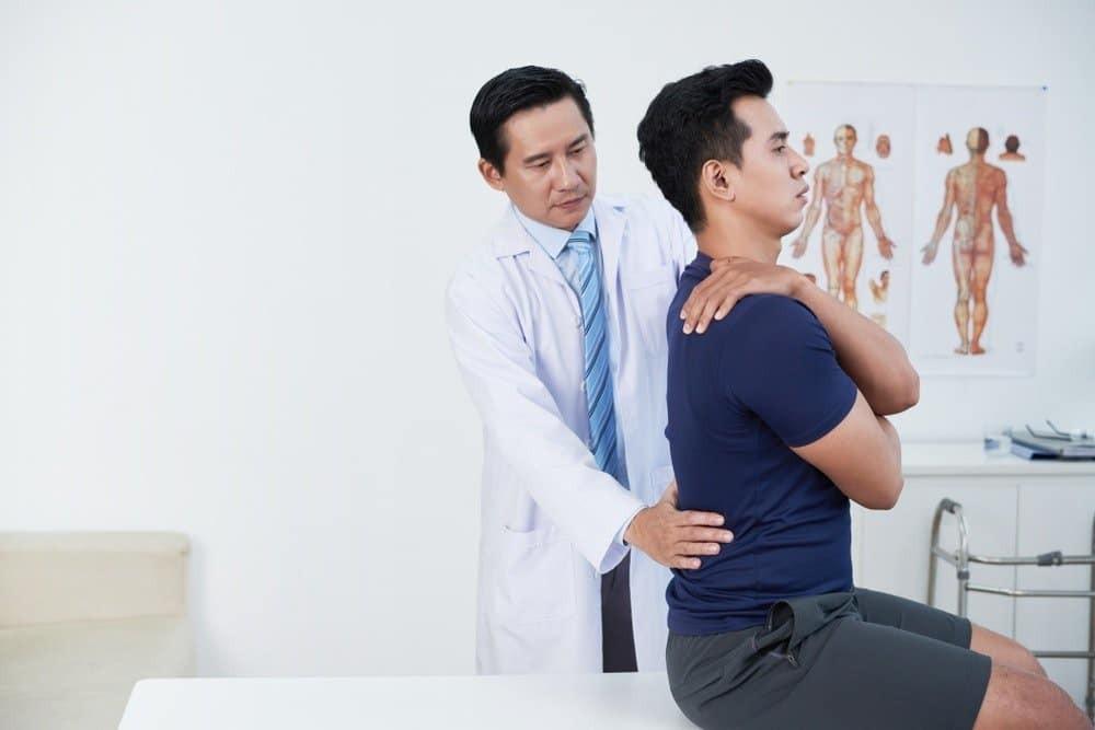 Kết hợp vật lý trị liệu sau khi điều trị gãy xương hông