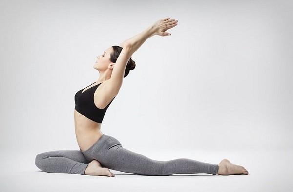 Tập yoga giúp giảm cơ thể căng thẳng và hạn chế tiết mùi hôi khó chịu