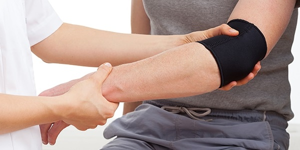 Hãy duy trì tư thế đúng để hạn chế nguy cơ bị khuỷu tay chơi gôn