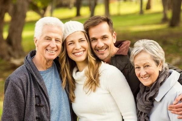 Người lớn tuổi là đối tượng có nguy cơ cao mắc bệnh liệt trên nhân tiến triển