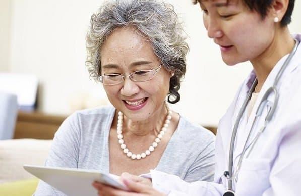 Người già có nguy cơ bị giãn tĩnh mạch cao hơn.