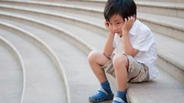 Sau chấn động não, một số trẻ trở nên cáu kỉnh và thay đổi tính tình
