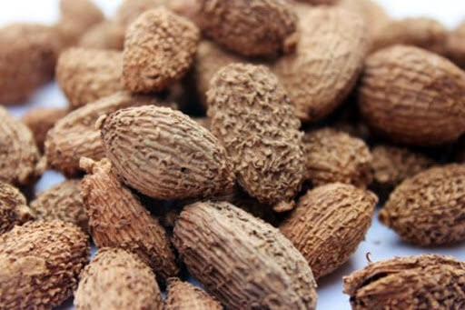 Loại tốt là hạt to, khi khô không nhăn nheo, màu nâu sẫm, cứng, vị cay nồng