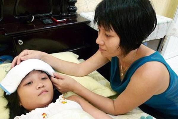 Phụ huynh cần nắm kỹ lưu ý khi chăm sóc trẻ bị sốt xuất huyết tại nhà