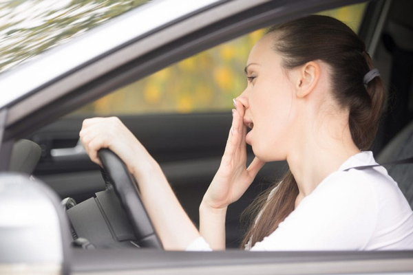 Nếu bạn phải lái xe hay vận hành máy móc thì không nên dùng thuốc
