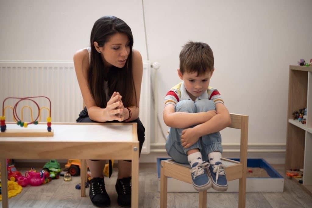 Triệu chứng của rối loạn thách thức chống đối ở trẻ nhỏ