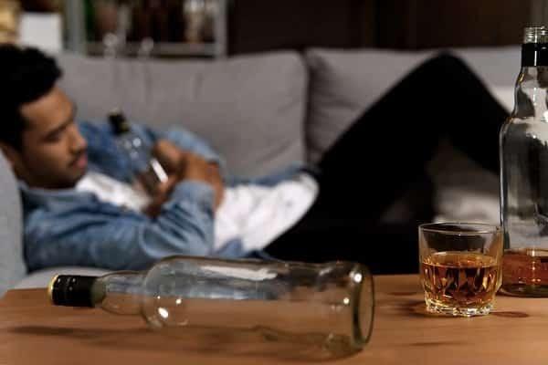 Nghiện rượu làm tăng nguy cơ bất lực ở nam giới