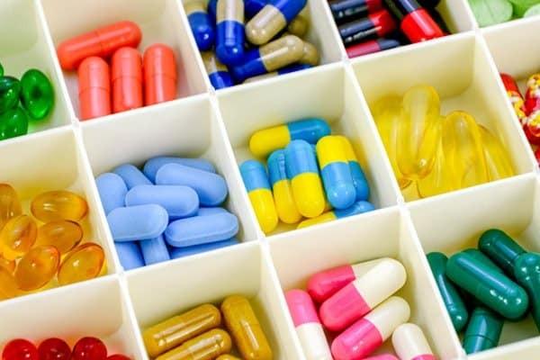 Uống thuốc là một trong những bước điều trị đầu tiên