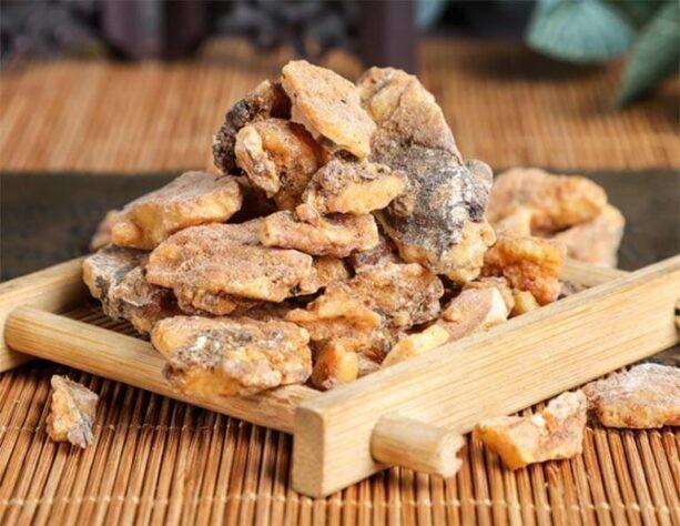 Nhựa cây Bồ đề (An tức hương) có mùi thơm vani đặc biệt, vị hơi cay