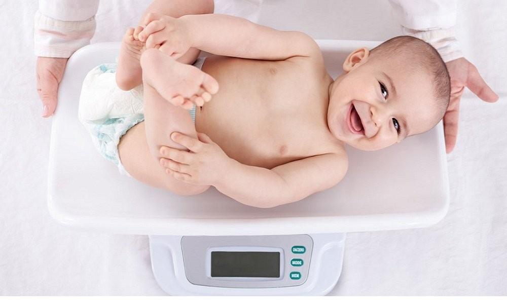 Bàn cân dành cho trẻ em dưới 1 tuổi