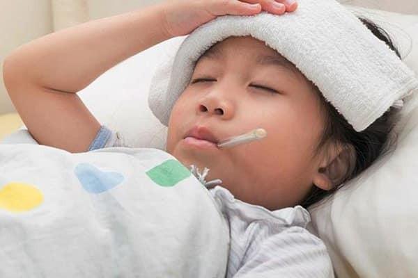 Có thể dùng vị thuốc để trị trẻ em bị sốt cao