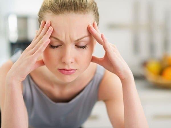 Đau đầu có thể liên quan đến các triệu chứng tiền kinh nguyệt