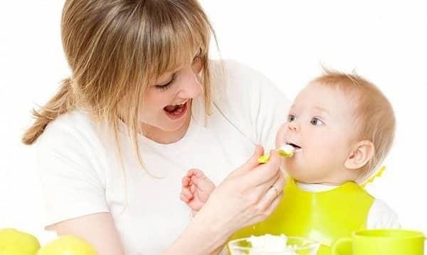 Trẻ 7 tháng tuổi đã có thể ăn thức ăn nghiền
