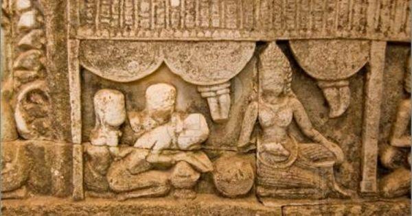 """Các tài liệu còn sót lại của nền """"y học tình dục"""" của người Ấn Độ cổ đại đa phần vẫn còn lưu giữ trong các bức phù điêu"""