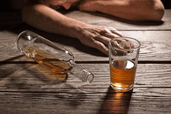 Nghiện rượu là tình trạng rất thường gặp