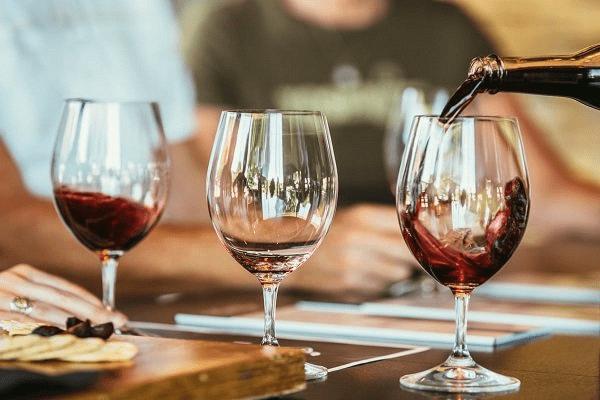 Tình hình sử dụng rượu ở Hoa Kỳ hàng năm