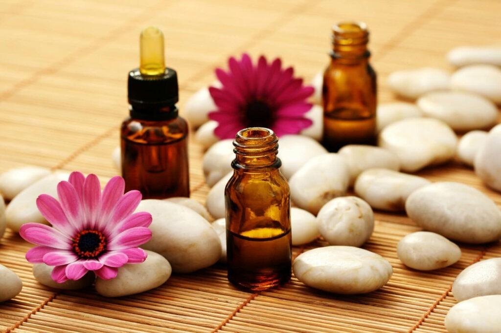 Tinh dầu Cà cuống có dạng chất lỏng trong như nước lọc, mùi thơm ngào ngạt đặc trưng
