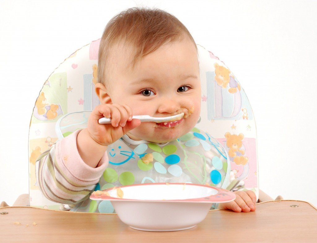 Hãy để bé khám phá những thực phẩm mới và tập trung chú ý khi ăn