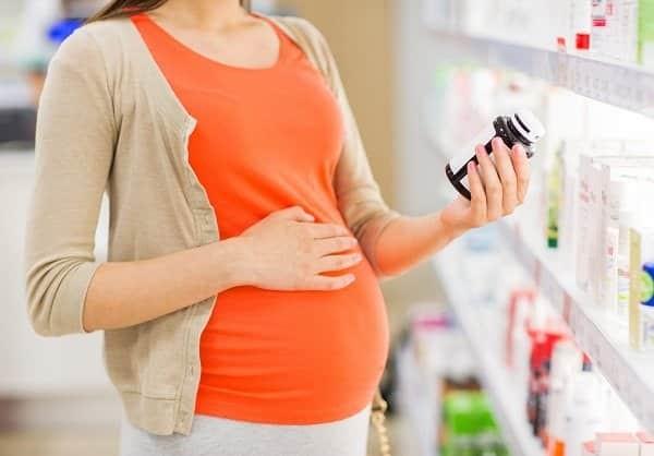 Phụ nữ mang thai cần bổ sung vitamin tổng hợp dưới sự hướng dẫn của bác sĩ