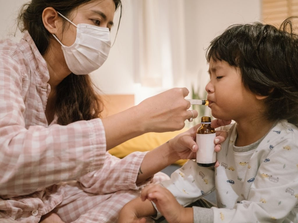 Không tự mua thuốc điều trị ho cho trẻ