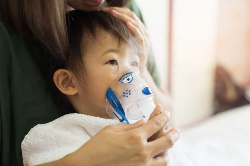 Nếu nhận thấy có bất thường, hãy đưa trẻ đến bệnh viện khám