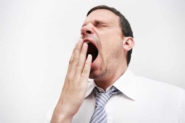 Động tác ngáp cũng tiết ra nước mắt