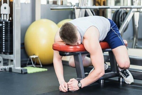 Vận động quá sức thường xuyên có thể gây thoái hóa khớp