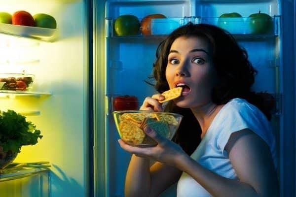 Thói quen ăn không đúng giờ - nguy cơ nóng rát bao tử