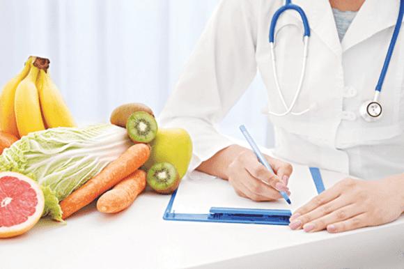 Chế độ ăn uống, nghỉ ngơi có thể làm giảm các triệu chứng của co thắt nửa mặt