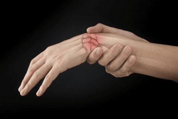 Gãy xương vùng cổ tay